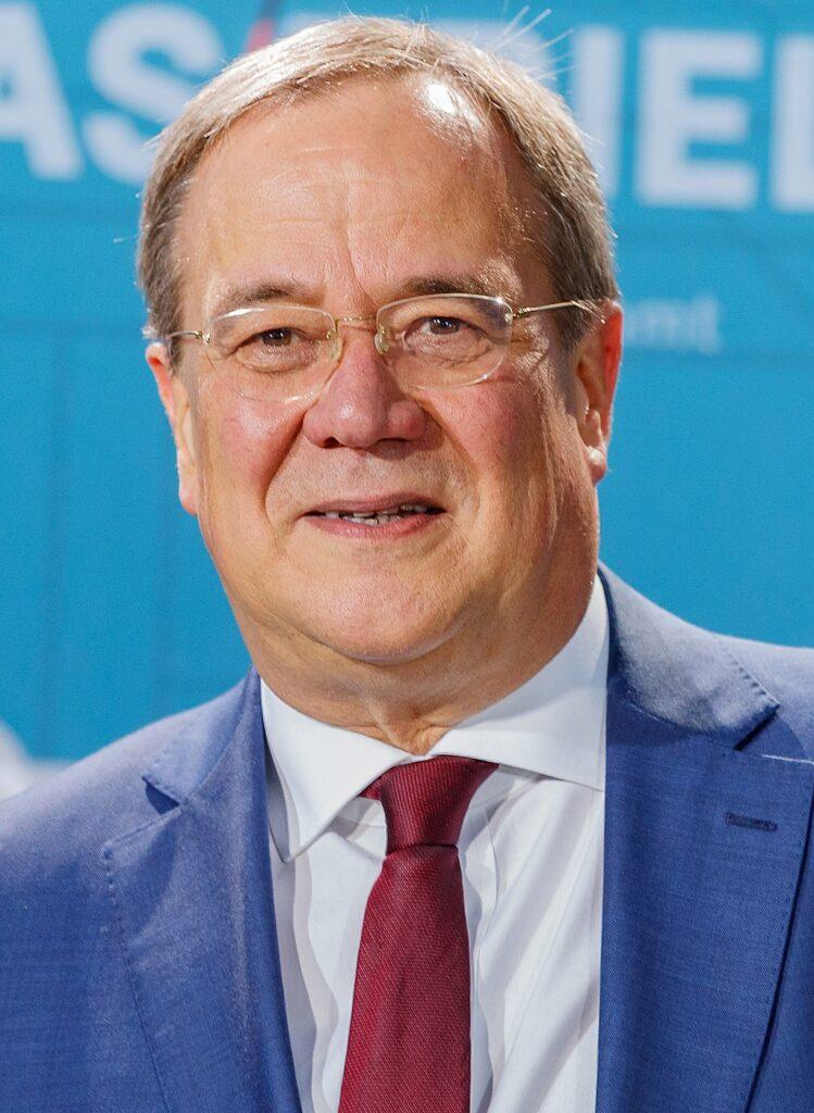 https://de.wikipedia.org/wiki/Armin_Laschet#/media/Datei:2021-09-12_Politik,_TV-Triell_Bundestagswahl_2021_1DX_3743_by_Stepro.jpg